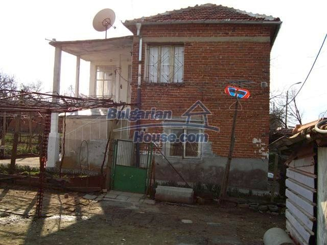 11129:6 - Massive rural house 15 km from Elhovo, quiet countryside