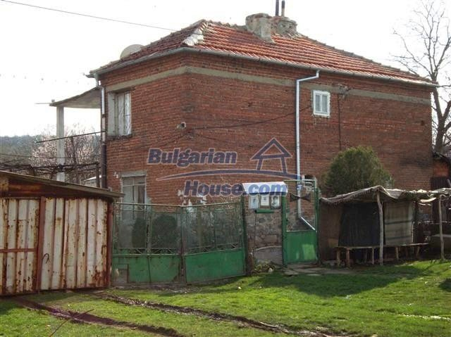 11129:7 - Massive rural house 15 km from Elhovo, quiet countryside
