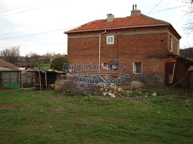 11129:8 - Massive rural house 15 km from Elhovo, quiet countryside
