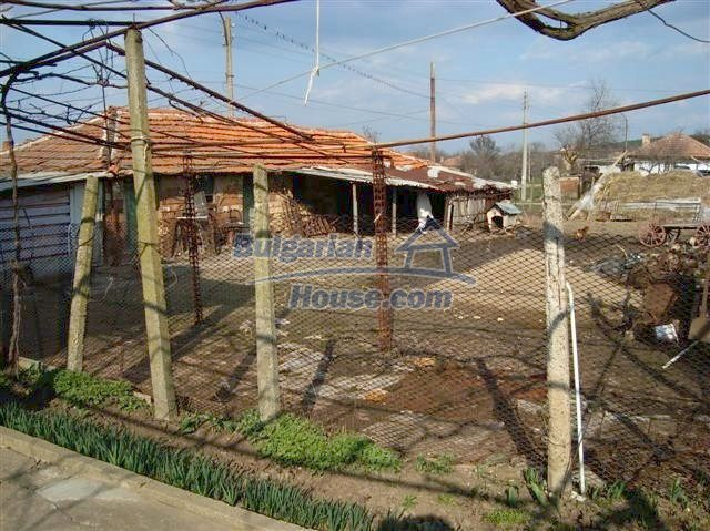 11129:10 - Massive rural house 15 km from Elhovo, quiet countryside