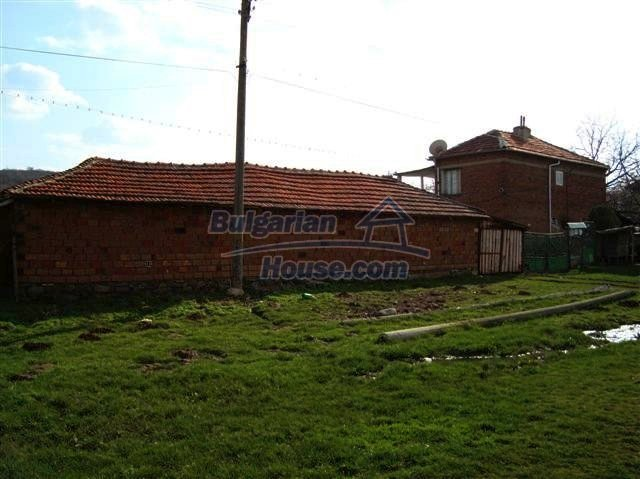 11129:14 - Massive rural house 15 km from Elhovo, quiet countryside