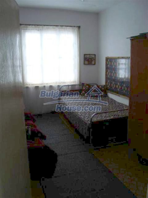 11129:18 - Massive rural house 15 km from Elhovo, quiet countryside