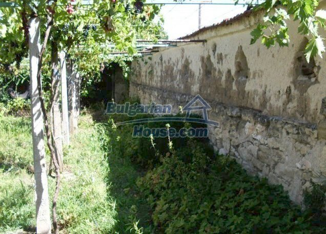 11148:5 - Maintained rural house with a wonderful big garden,Shumen region