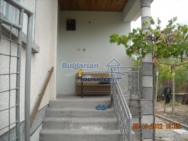 10737:12 - Brick house with a huge garden plot near Stara Zagora