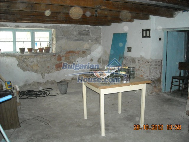 10737:13 - Brick house with a huge garden plot near Stara Zagora