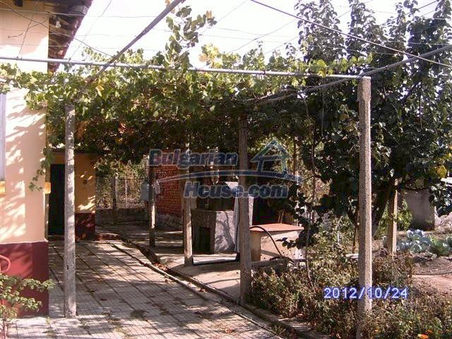11177:3 - Nice single-storey house with an enormous garden plot,Elhovo