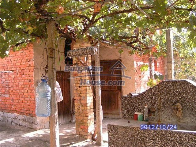 11177:4 - Nice single-storey house with an enormous garden plot,Elhovo