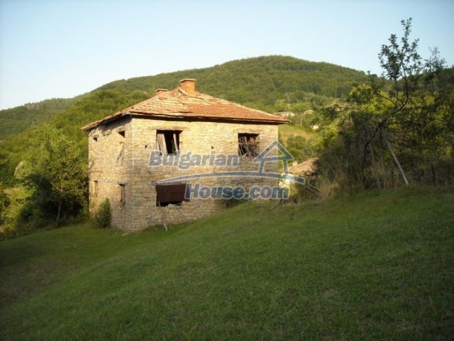 11201:7 - Stone house in a beautiful unspoiled countryside near Kardzhali