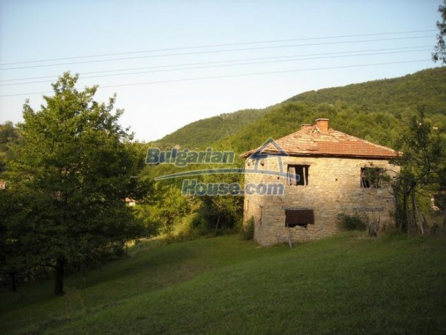11201:8 - Stone house in a beautiful unspoiled countryside near Kardzhali