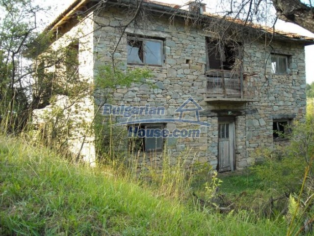 11201:10 - Stone house in a beautiful unspoiled countryside near Kardzhali