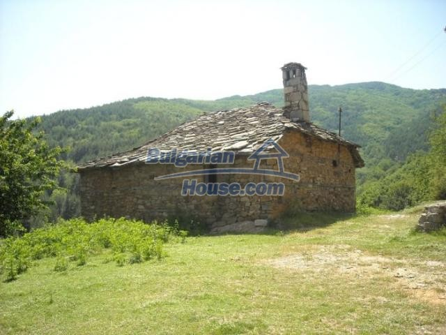 11207:2 - Rural stone built house in the Rhodope Mountains