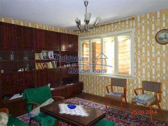 11210:11 - Cozy cheap brick house with a nice garden in Elhovo