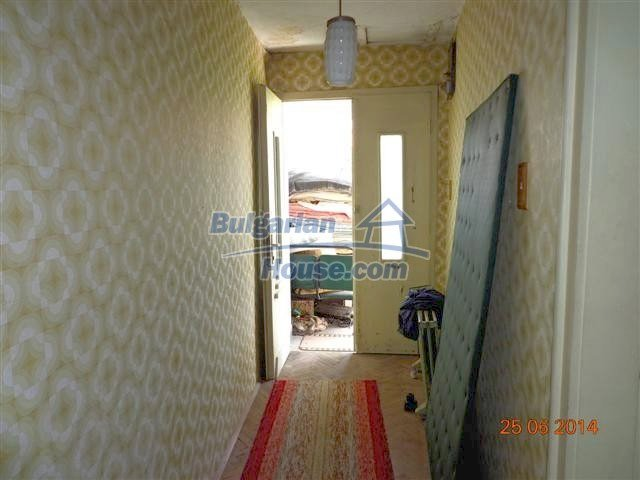 11210:13 - Cozy cheap brick house with a nice garden in Elhovo