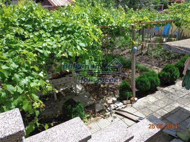 11210:14 - Cozy cheap brick house with a nice garden in Elhovo