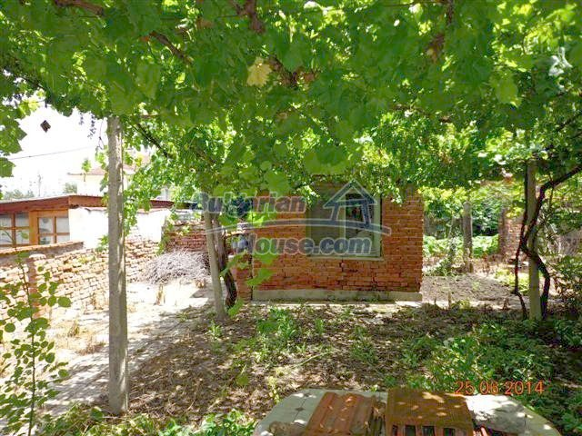 11210:15 - Cozy cheap brick house with a nice garden in Elhovo