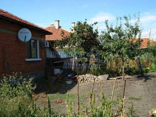 11238:13 - Single-storey house in very good condition in Elhovo