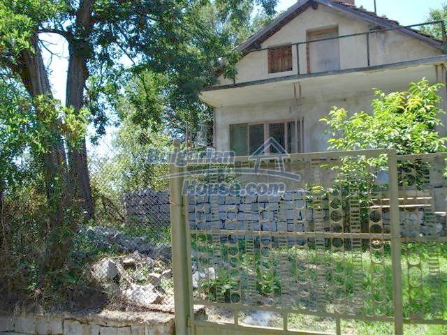 11250:1 - Well maintained rural house with a landscaped garden near Elhovo