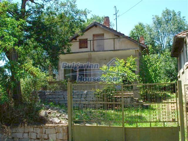 11250:2 - Well maintained rural house with a landscaped garden near Elhovo