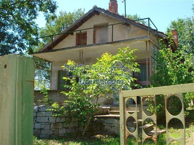 11250:3 - Well maintained rural house with a landscaped garden near Elhovo