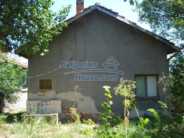 11250:4 - Well maintained rural house with a landscaped garden near Elhovo