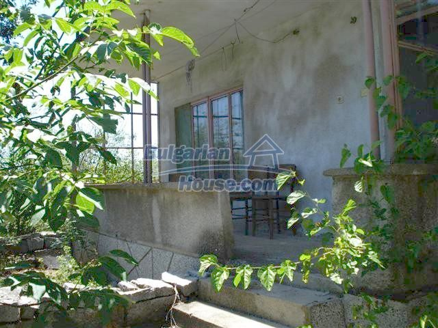11250:6 - Well maintained rural house with a landscaped garden near Elhovo