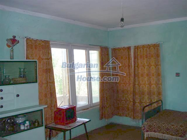 11250:8 - Well maintained rural house with a landscaped garden near Elhovo