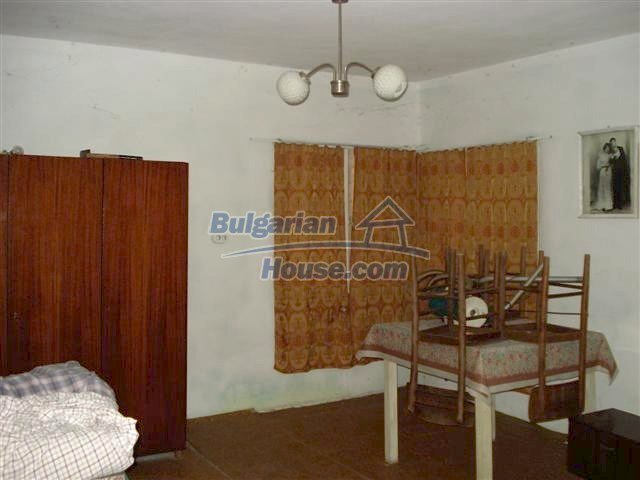 11250:9 - Well maintained rural house with a landscaped garden near Elhovo