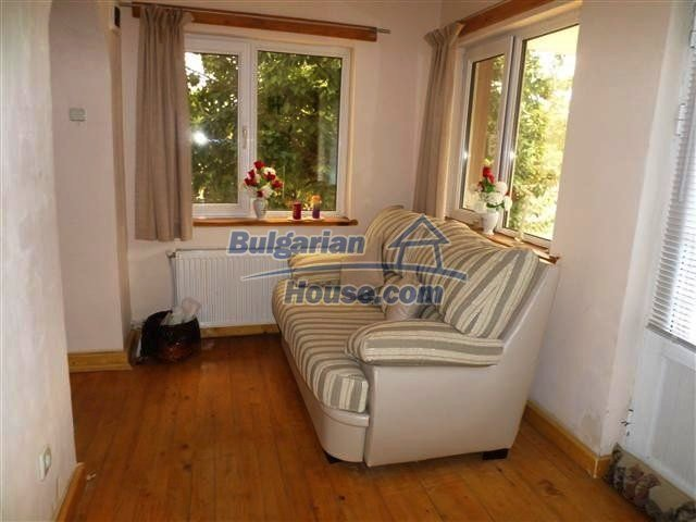 11273:15 - Cheap furnished and equipped rural house near Elhovo
