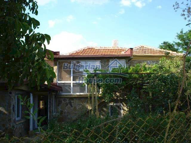 11290:1 - Very well presented rural house in Yambol region
