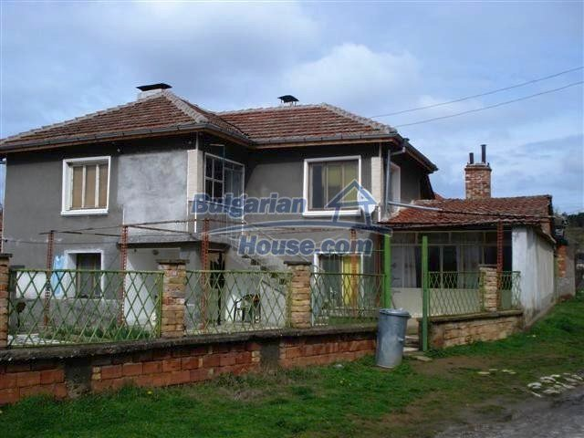 11293:1 - Cheap cozy rural house with a spacious garden near Elhovo