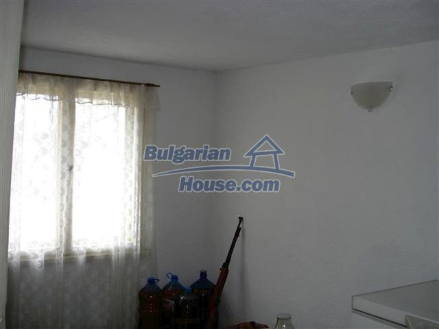 11293:5 - Cheap cozy rural house with a spacious garden near Elhovo