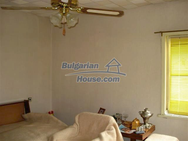 11293:9 - Cheap cozy rural house with a spacious garden near Elhovo