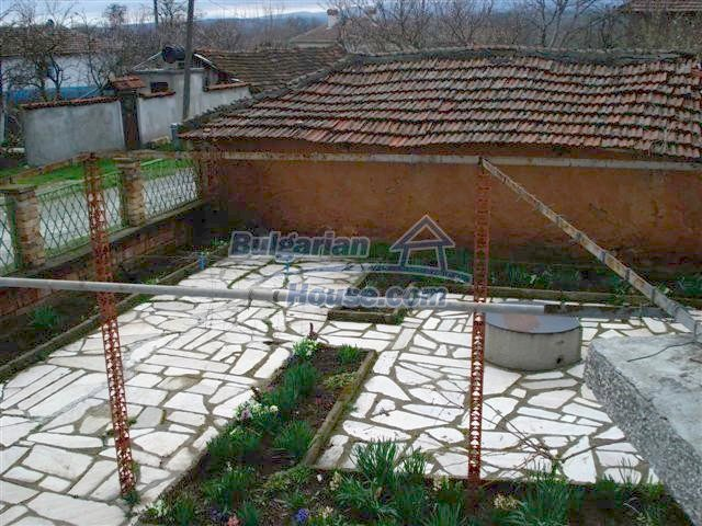 11293:18 - Cheap cozy rural house with a spacious garden near Elhovo