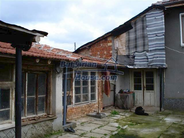 11293:21 - Cheap cozy rural house with a spacious garden near Elhovo