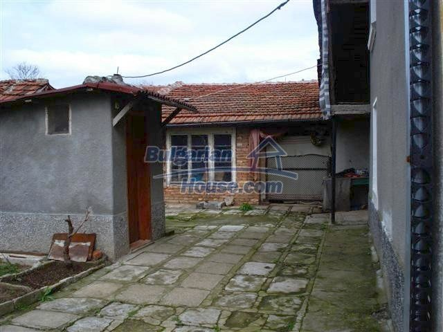 11293:23 - Cheap cozy rural house with a spacious garden near Elhovo