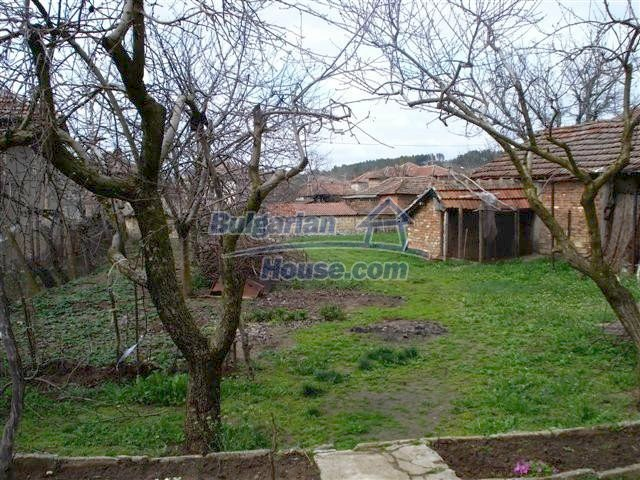 11293:25 - Cheap cozy rural house with a spacious garden near Elhovo