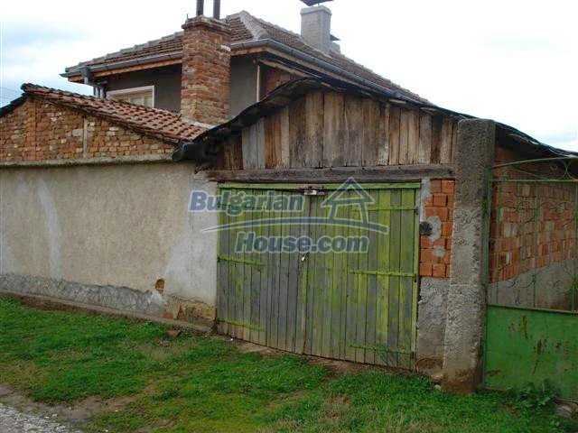 11293:27 - Cheap cozy rural house with a spacious garden near Elhovo