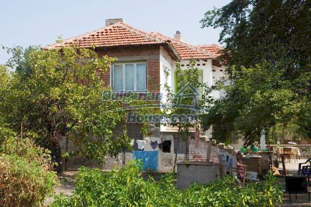11320:15 - Rural two-storied house in a sunny village near Elhovo
