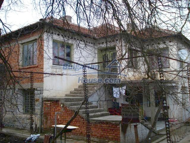 11320:19 - Rural two-storied house in a sunny village near Elhovo