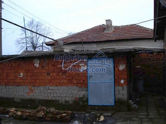 11320:24 - Rural two-storied house in a sunny village near Elhovo