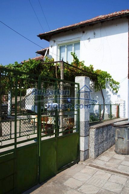 11320:25 - Rural two-storied house in a sunny village near Elhovo