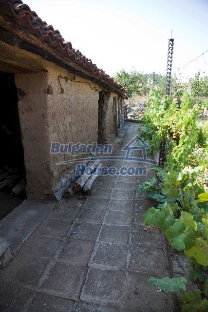 11320:39 - Rural two-storied house in a sunny village near Elhovo