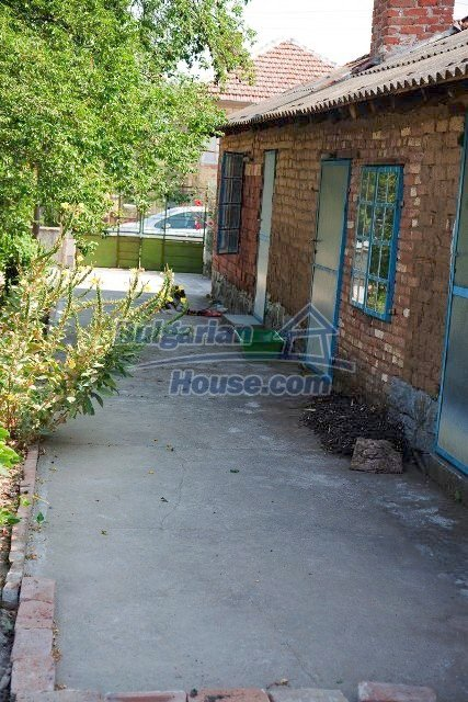 11320:40 - Rural two-storied house in a sunny village near Elhovo
