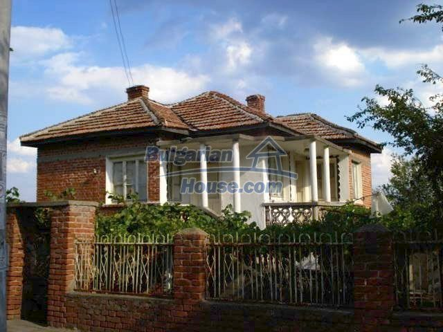 11321:1 - Spacious rural house with a large garden near Elhovo