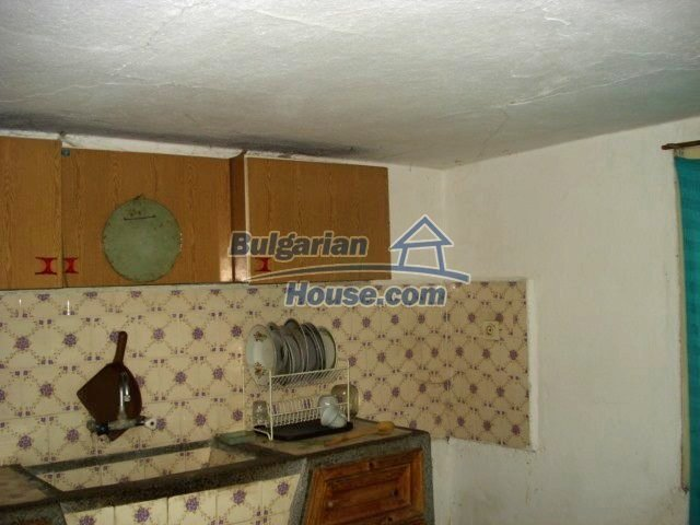 11321:5 - Spacious rural house with a large garden near Elhovo
