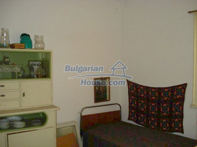 11321:6 - Spacious rural house with a large garden near Elhovo