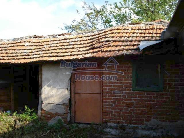11321:11 - Spacious rural house with a large garden near Elhovo