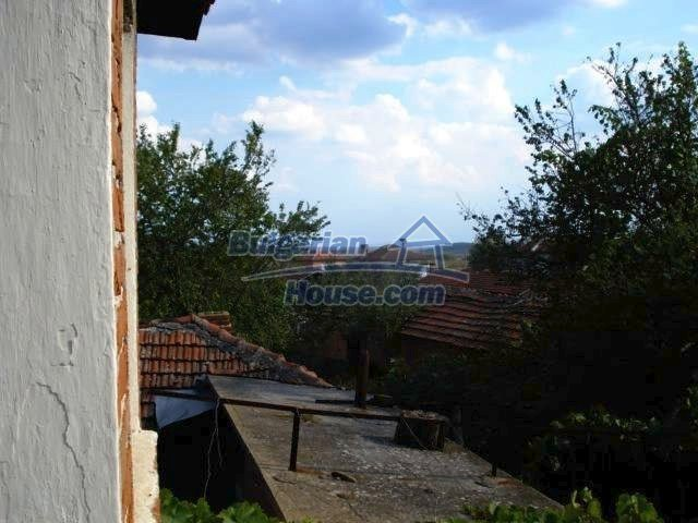 11321:8 - Spacious rural house with a large garden near Elhovo