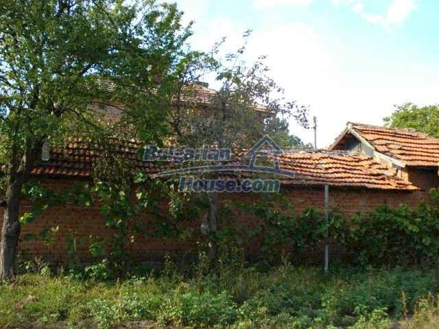 11321:9 - Spacious rural house with a large garden near Elhovo