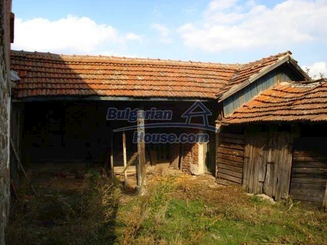11321:10 - Spacious rural house with a large garden near Elhovo